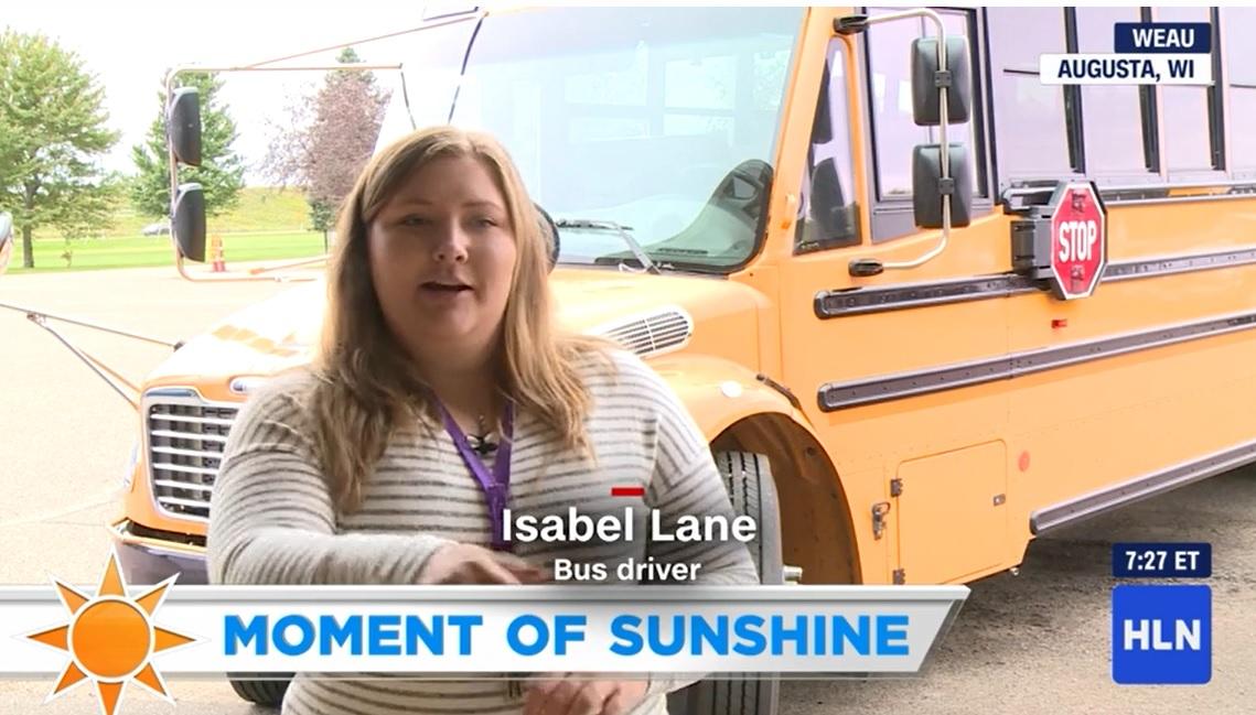 motorista ônibus escolar consola menino primeiro dia de aula
