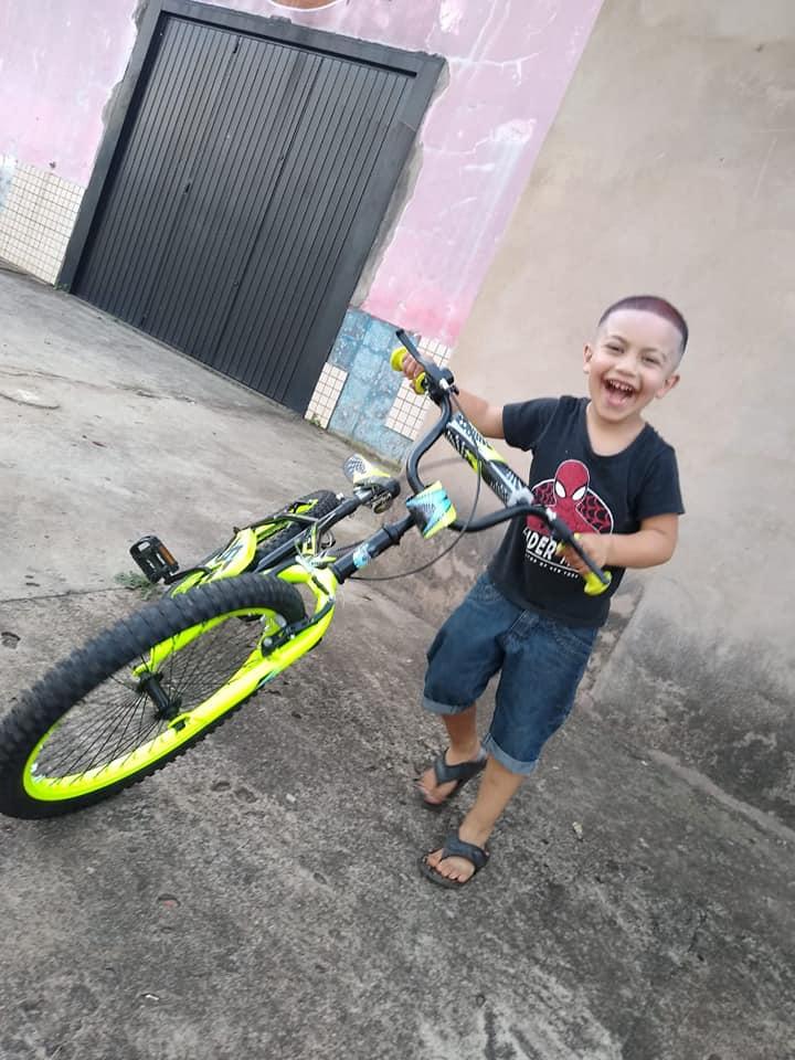 motoboys compram bicicleta nova criança