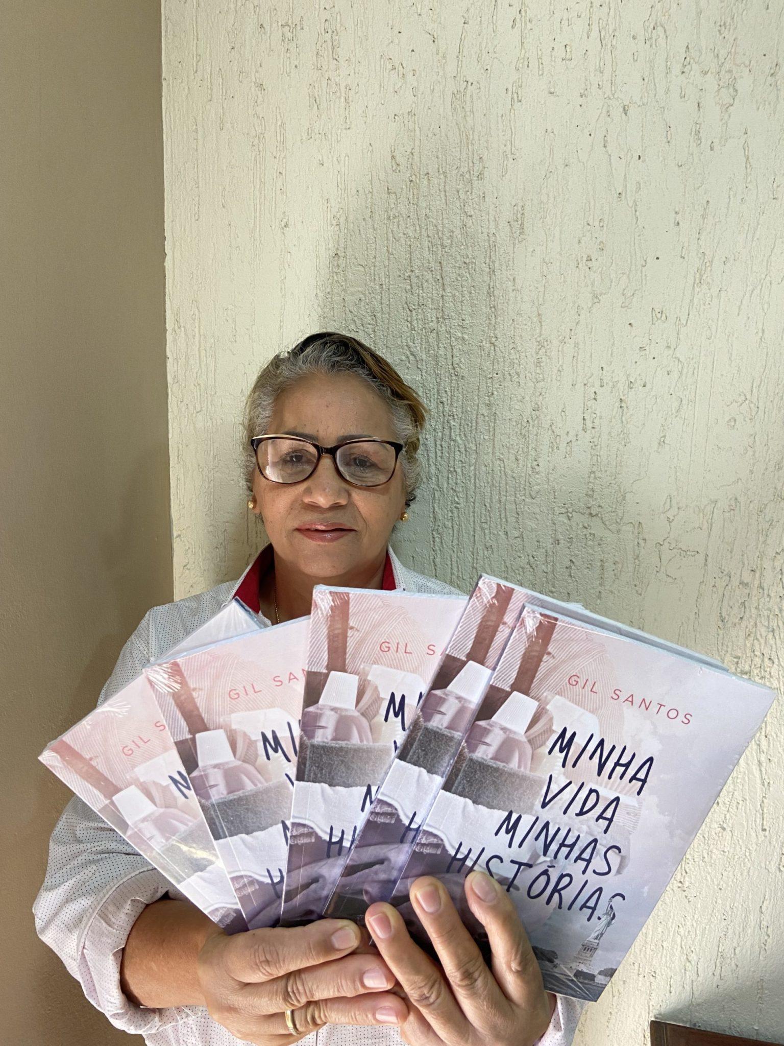 empregada doméstica escreve livro contando sua história de vida