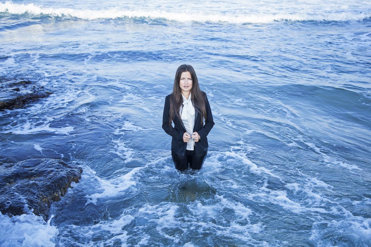 mulher sobrevivente desastre chernobyl cria sistema gera energia limpa ondas do mar