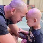 Atacante brasileiro interrompe carreira na Europa para se dedicar ao filho de 2 anos com câncer