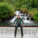 Sozinho, homem cria usina hidrelétrica capaz de abastecer 300 casas ao mesmo tempo no Alaska