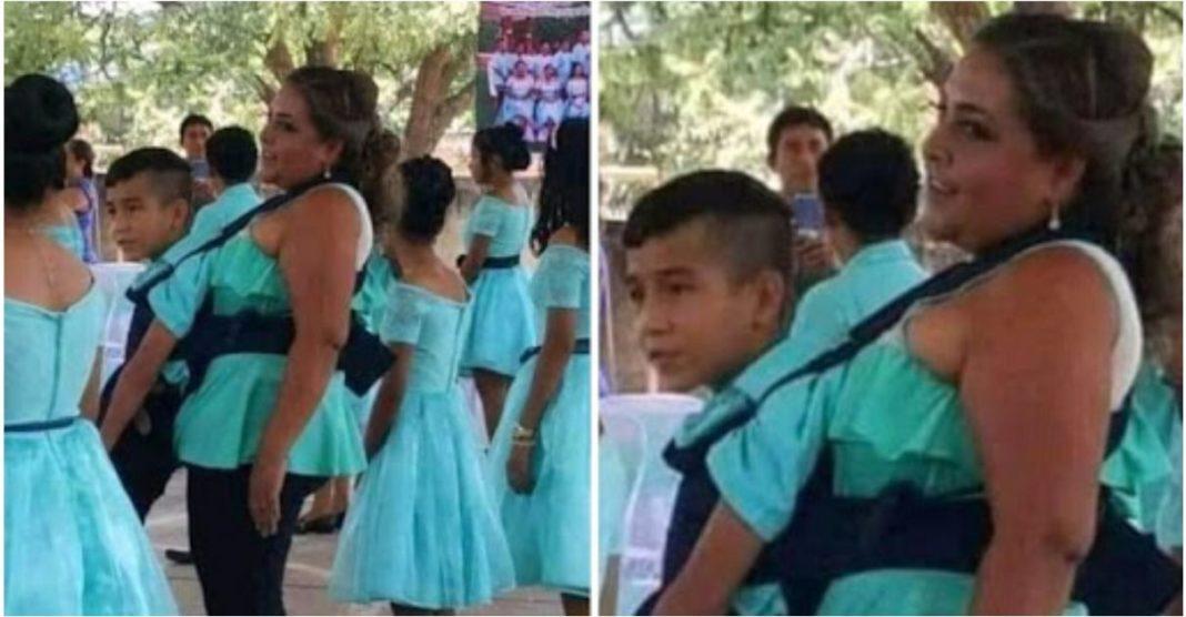 professora ajuda aluno deficiente dançar valsa