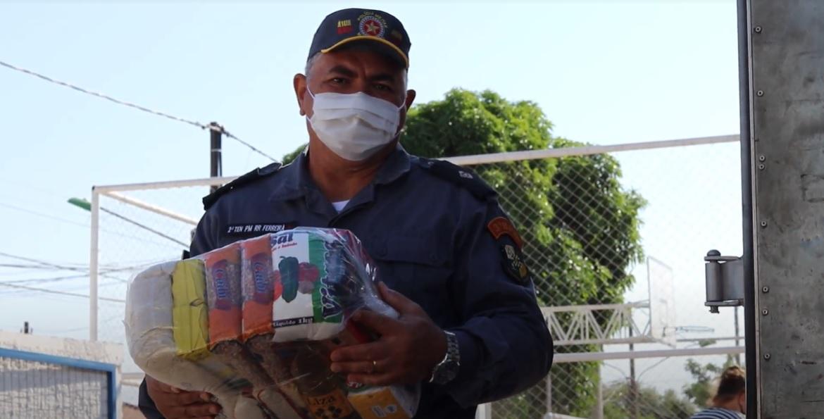 voaa vaquinha famílias recebem cestas básicas